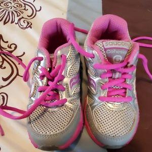 Toddler girl Saucony sneakers